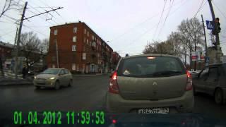 Видеорегистратор Hyundai H DVR06 смотреть