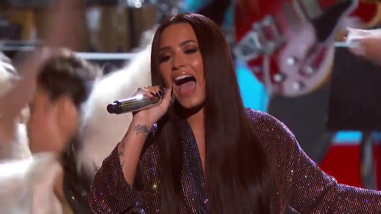 Download Demi Lovato - Stayin' Alive (Live On 59th GRAMMY Awards)