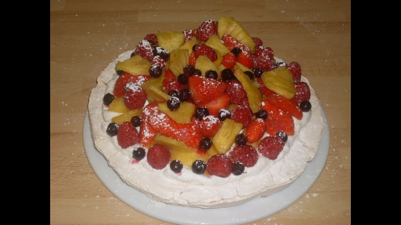 pavlova recette de la pavlova aux fruits de saison youtube. Black Bedroom Furniture Sets. Home Design Ideas