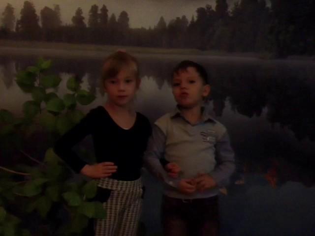 Изображение предпросмотра прочтения – «миниОбраз» читают произведение «Где подступает к морю сад…» В.Я.Брюсова