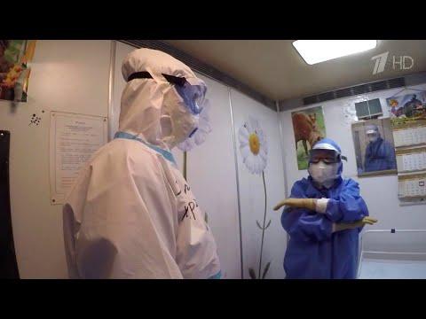 В московских больницах работают сотни волонтеров.