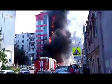 В центре Ростова-на-Дону загорелась гостиница