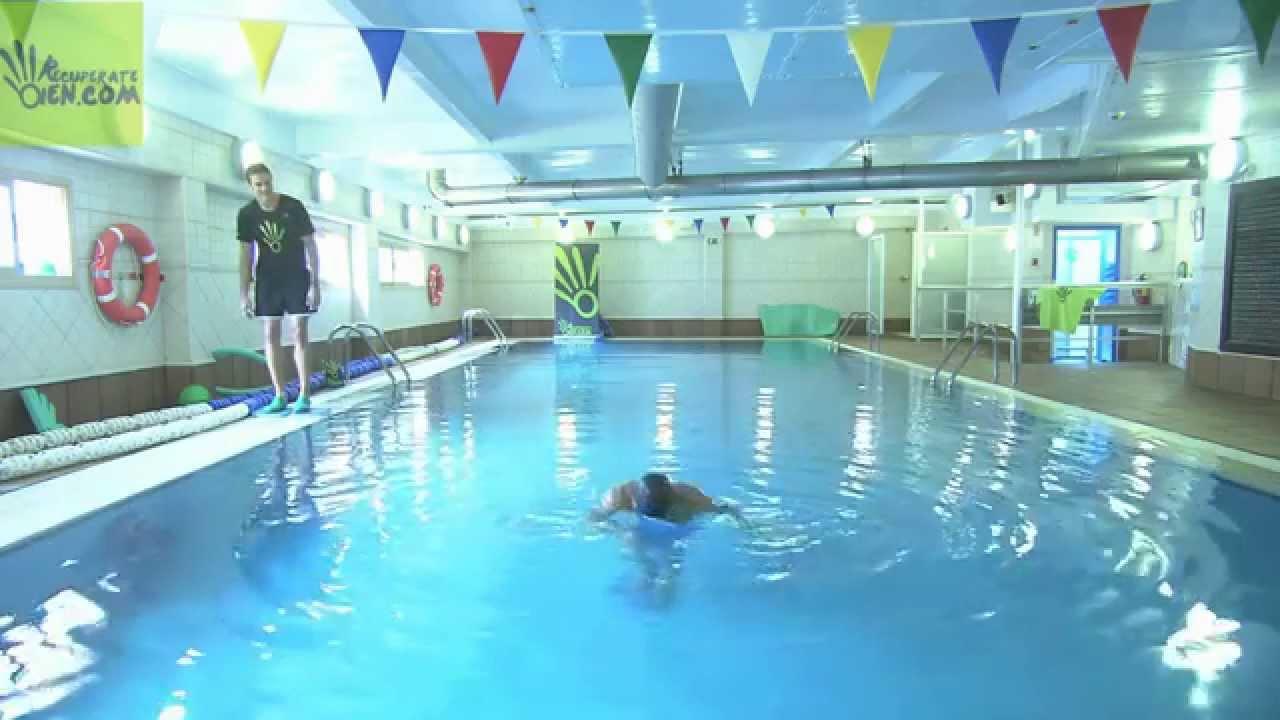 68 propiocepci n con tablas bajo los pies en piscina for Piscinas desmontables profundas
