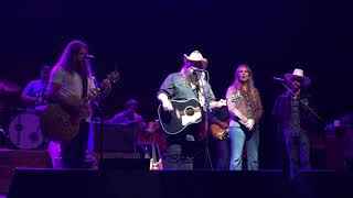 Sing me back home tribute by Jamey Johnson and Chris Stapleton