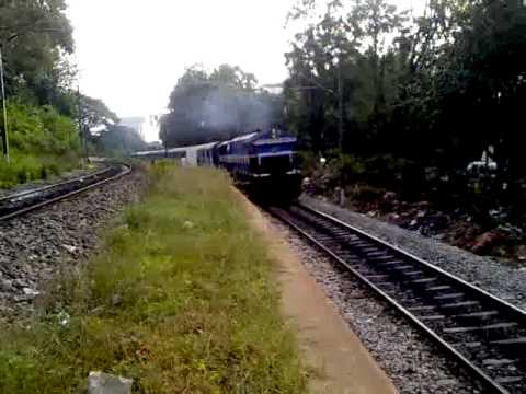 Coimbatore-Lokmanya Tilak express with Smoking WDP-4