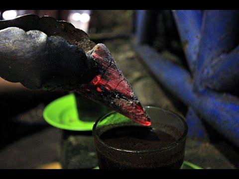Endonezya'da kahveyi közle josslatarak içiyorlar