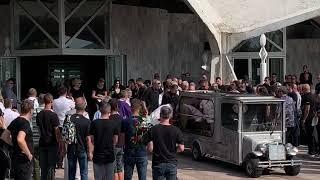 Potresne scene sa Gruove sahrane: Tužna povorka, jauci paraju nebo!
