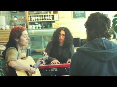 LA TOURNÉE DES CAFÉS - ÉPISODE 1 (invités:  Alex Nevsky, Alexandra Stréliski)