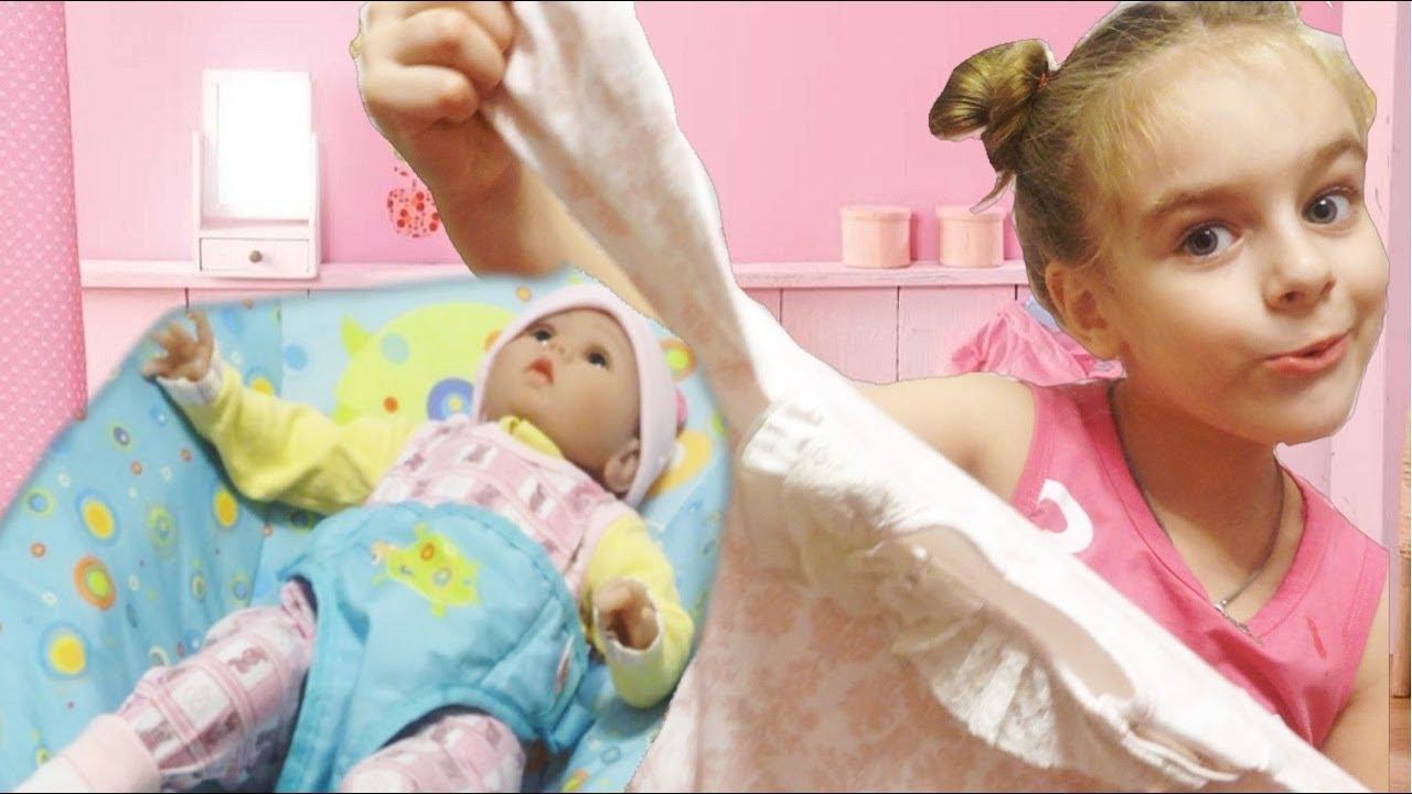 Поэтому кукла baby born умеет кушать, пить из бутылочки, плакать, агукать и даже приучаться к горшку. Так как подобная кукла требует постоянного внимания и обстоятельного ухода, под маркой baby born также выпускаются разнообразные аксессуары для кукол: мебель, коляски, одежда, бассейны для.