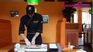 Как приготовить ролл Филадельфия де люкс(В этом мастер-классе мы покажем, как приготовить ролл Филадельфия де люкс с тунцом http://sunny7.ua/dom/osnovnye-bluda/video--ka..., 2013-08-16T08:44:42.000Z)