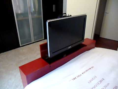 tv meubel met tv lift youtube. Black Bedroom Furniture Sets. Home Design Ideas