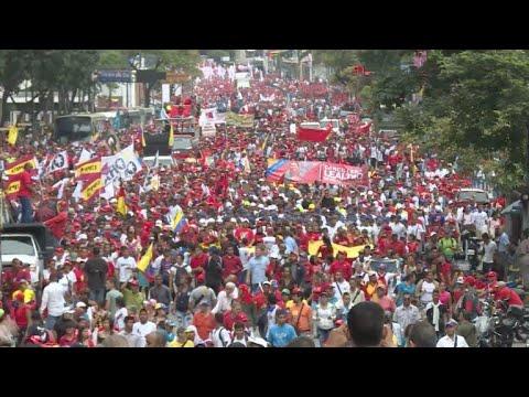 """Miles de chavistas marchan en rechazo a """"atentado"""" contra Maduro"""
