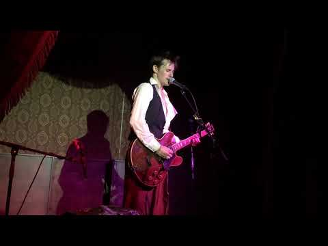Reeve Carney covers David Bowie