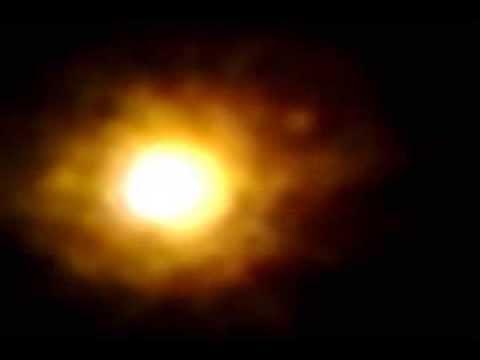 Boule lumineuse dans le ciel de ploufragan la nuit 1 11 2013 youtube - Bruit dans les combles la nuit ...