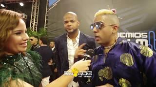 Dj Luian Con Parte De Los Mambo Kingz Desde La Alfombra De Los Premios Tu Música