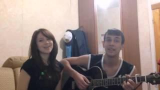 Девушка очень красиво поет под гитару Нарисую мелом напишу  The girl is very beautiful with a guitar