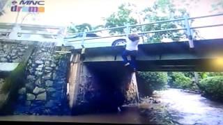 286-287A/B''AMREZ''Amira di dorong erlangga ke sungai