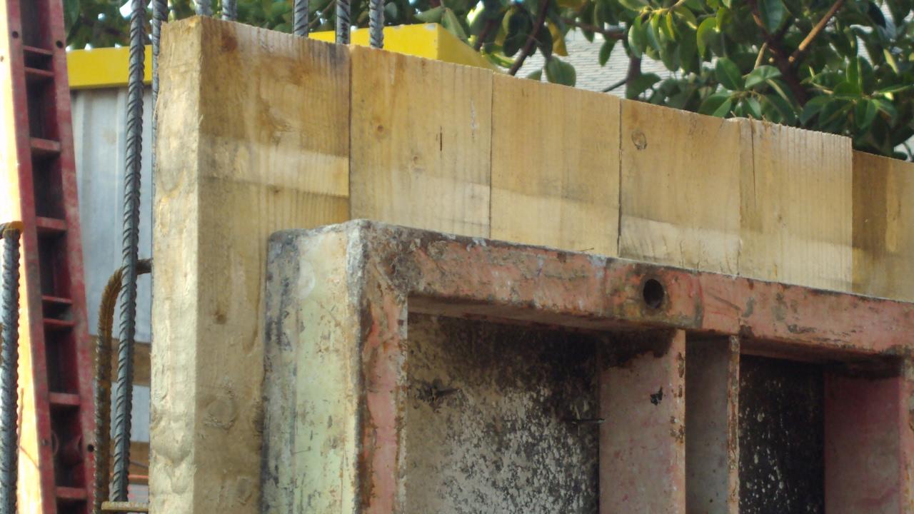 encofrado de muro de hormign visto con tablones de madera ii