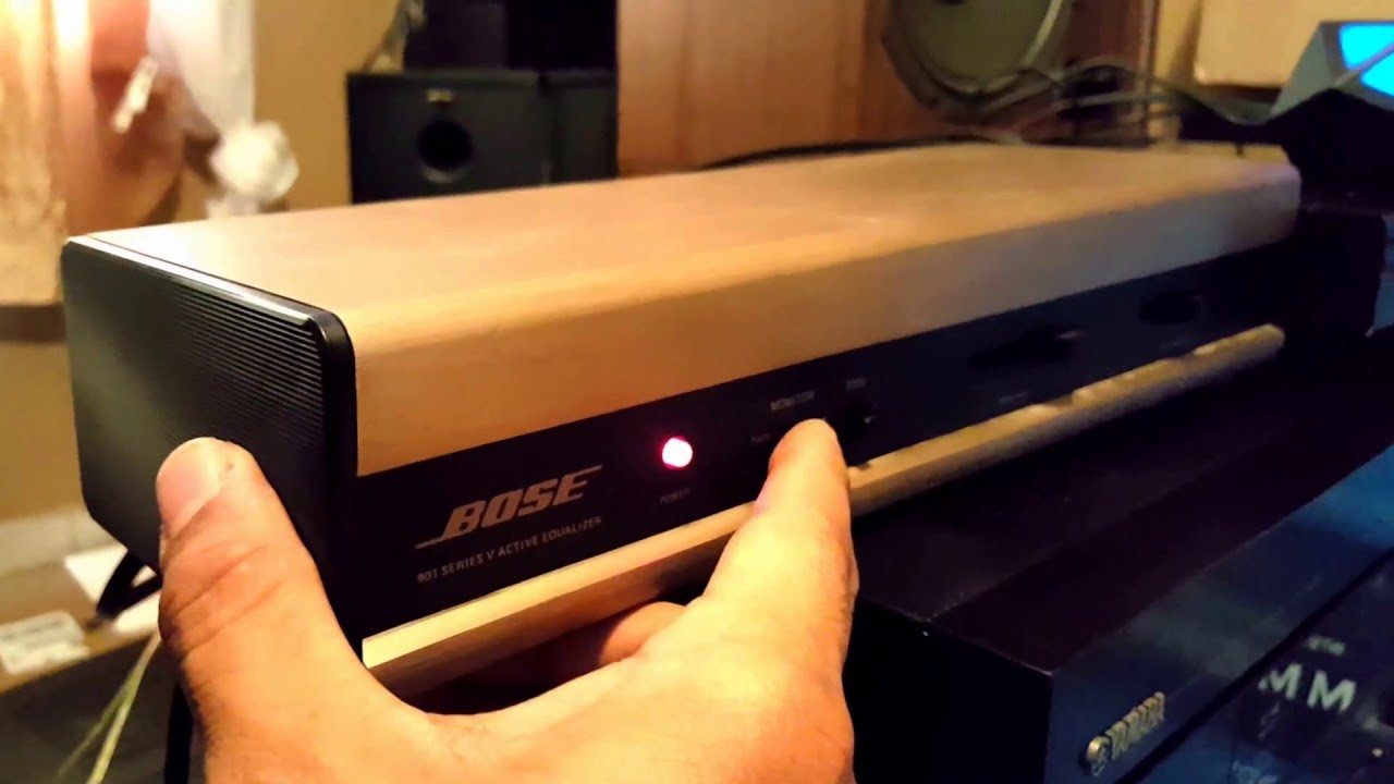 Bose 901 V Series Speakers  Walnut  And Equalizer