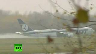 Poland crash landing: Boeing 767 touches down without wheels in Warsaw