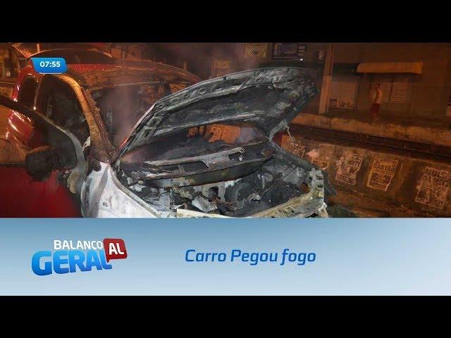Carro pegou fogo na Avenida Vieira Perdigão, no Centro de Maceió