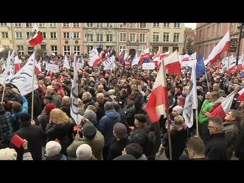 Polonya'da Bir Ayda Ikinci Hükümet Karşıtı Eylemler