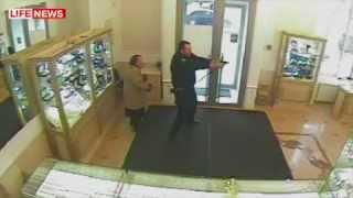 В Москве охранник ювелирного задержал грабителей