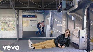 Смотреть клип Voyou - Les Bruits De La Ville Ft. Yelle