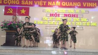 "Múa ""viet nam oi - muoi chu linh chi"""