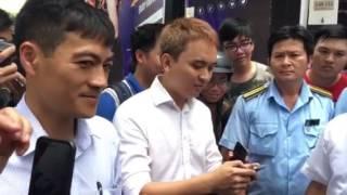 Nhạc sĩ đậu xe vi phạm khoe viết facebook ủng hộ ông Đoàn Ngọc Hải nhưng vẫn bị vị phó chủ tịch quận 1 cẩu xe