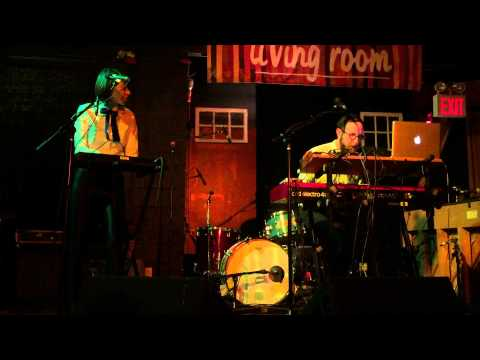 """The Hipstones Duo Perform """"Wise Man"""" At The Living Room Brooklyn"""