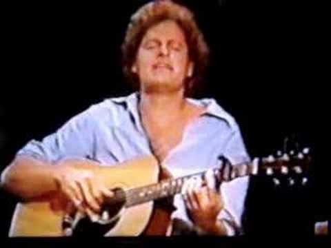 Harry Chapin sings TANGLED UP PUPPET Live