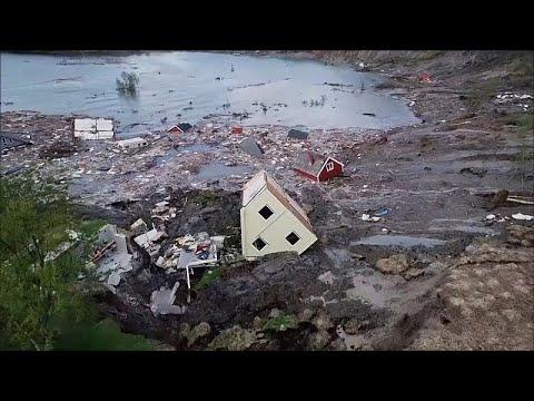 Norveç'te 8 evi denize sürükleyen heyelan kamerada