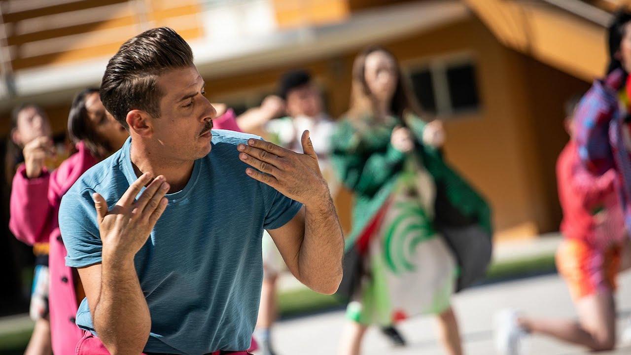 Francesco Gabbani - Il Sudore Ci Appiccica (Official Music Video)