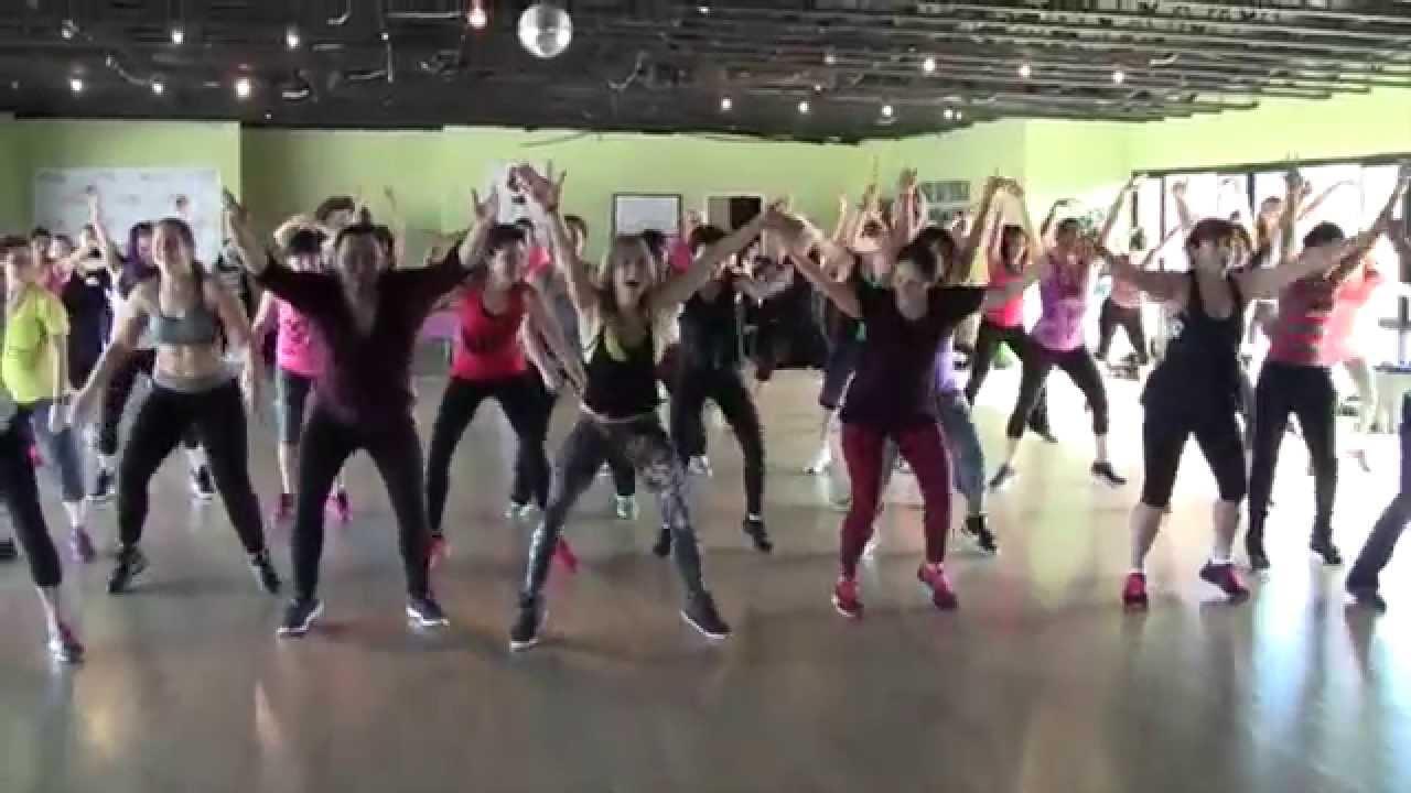Melissa moore yoga pants Zumba Melissa Moore Dancing Youtube