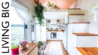 This amazing tiny house may look like a dollhouse, but it's no toy! It's a fully featured tiny home on wheels that even has a walk in wardrobe. Thanks to Skillshare ...