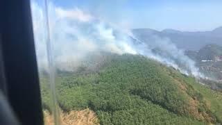 Elicottero antincendio in azione sul monte Faliesi in Irpinia