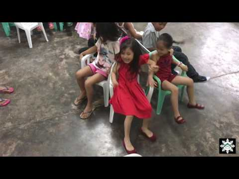 Living in the Philippines - 1st Graders School Christmas Party - Games and Presents