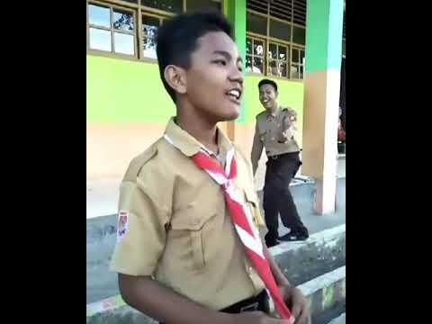 VIRAL !!! anak kecil pake seragam pramuka nyanyi dangdut tanda tanda