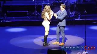Парень сделал предложение руки и сердца своей любимой на концерте ЭМИНа в Баку .