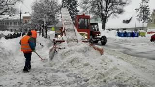 Úklid sněhu ve Vrchlabí 16.1.2017 za použití ruského nakladače - unikát!!!