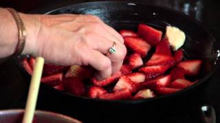 How To Make Cobbler In A Skillet : Southern Treats & Kitchen Tips