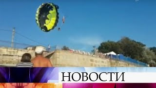 В Краснодарском крае парашют, на котором катались отдыхающие, повис на электрических проводах.