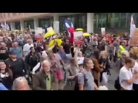 Manifestação em Haia, contra o passaporte sanitário que entrou em vigor hoje, na Holanda