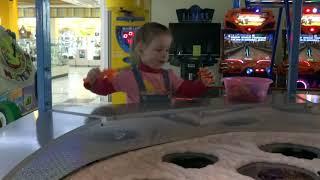 Магнитная рыбалка в торгово развлекательном центре видео для детей и про детей