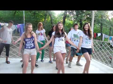 Танцы в лагере
