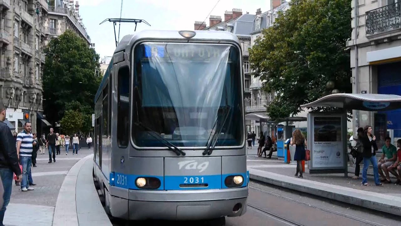 Grenoble tramways vers le centre ville youtube for Piscine sud les dauphins grenoble