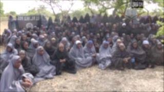 Boko Haram muestra niñas en video