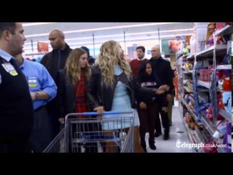 Beyoncé surprises shoppers in Walmart