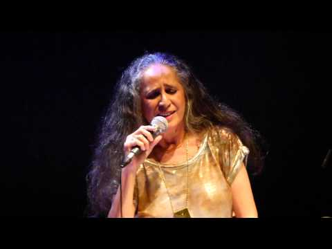 Maria Bethânia arrebata público com nova turnê; veja trechos